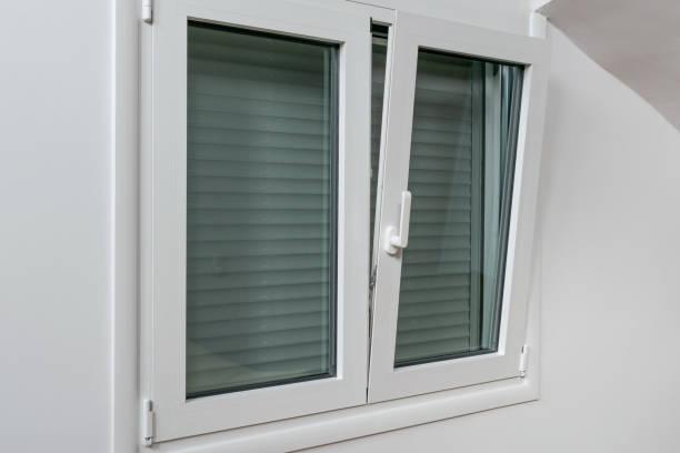 ρολά αλουμινίου σε παράθυρο